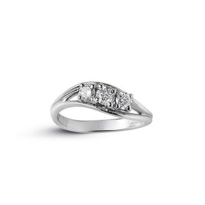Alfieri & St. John anello trilogy con tre diamanti in oro bianco ad onda collezione 1655