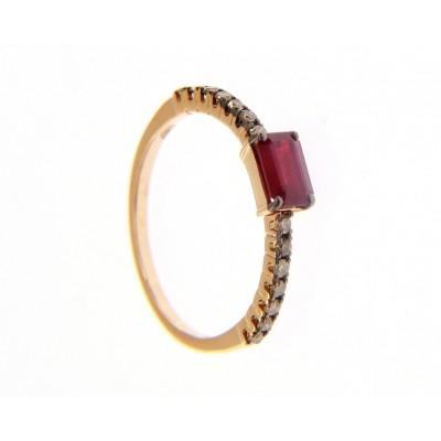 Anello in Oro Giallo 18 Kt con Rubino Rosso e Diamanti Brown